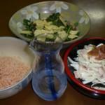 今日の3品。「しらたき明太子」「クレソンサラダ」「タマネギ梅マヨ」
